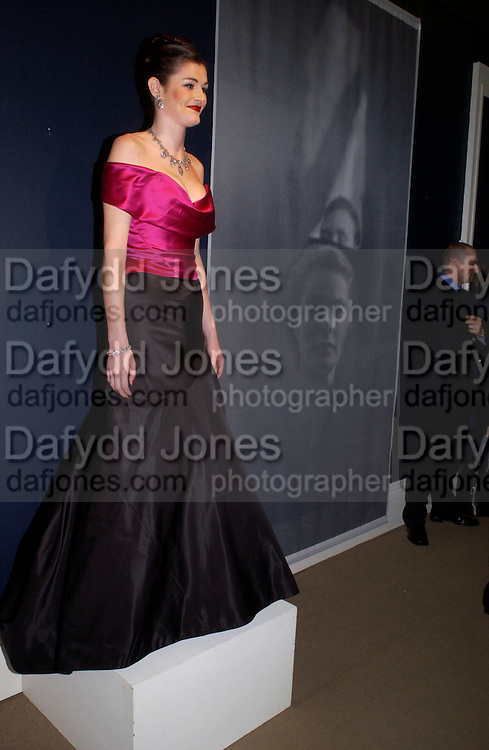 Harriet Camerer Cuss, Beaton at Large, an exhibition of modern prints from Cecil Beaton's studio archive, Sotheby's. 9 February 2004. © Copyright Photograph by Dafydd Jones 66 Stockwell Park Rd. London SW9 0DA Tel 020 7733 0108 www.dafjones.com