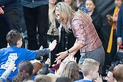 Koningin Maxima is bij ondertekening van het convenant Meer Muziek in de Klas Lokaal in De Lasloods. Maxima is erevoorzitter Meer Muziek in de Klas.<br /> <br /> Queen Maxima is signing the Meer Muziek covenant in De Klas Lokaal in De Lasloods. Maxima is honorary president of More Music in the Classroom.