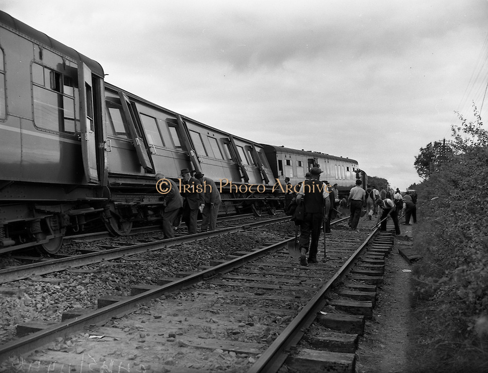01/07/1960<br /> 07/01/1960<br /> 01 July 1960<br /> Westport - Dublin train derailed at Killucan, Co. Westmeath, clean up operation. Workmen clearing and repairing the line, while the damage to the carriages is assessed. Photos, Photo, Snap, Streets, Street,