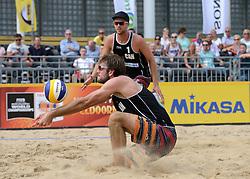 16-07-2014 NED: FIVB Grand Slam Beach Volleybal, Apeldoorn<br /> Poule fase groep A mannen - Centercourt Markt Apeldoorn, Chaim Schalk (1), Ben Saxton (2) CAN
