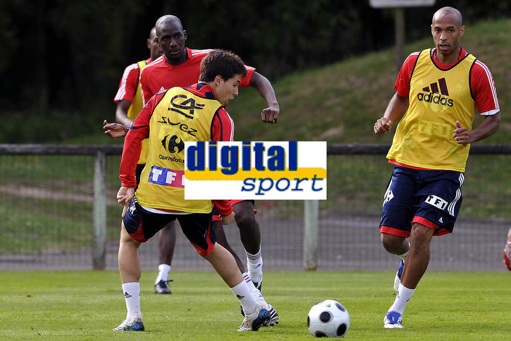 Fotball<br /> Frankrike trener foran Euro 2008<br /> Foto: DPPI/Digitalsport<br /> NORWAY ONLY<br /> <br /> FOOTBALL - EURO 2008 - FRENCH TEAM TRAINING IN CLAIREFONTAINE - 23/05/2008 - ALOU DIARRA / SAMIR NASRI / THIERRY HENRY