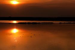 Il complesso produttivo delle saline è situato nel comune italiano di Margherita di Savoia (nome dato dagli abitanti in onore alla regina d'Italia che molto si adoperò nei confronti dei salinieri) nella provincia di Barletta-Andria-Trani in Puglia. Sono le più grandi d'Europa e le seconde nel mondo, in grado di produrre circa la metà del sale marino nazionale (500.000 di tonnellate annue).All'interno dei suoi bacini si sono insediate popolazioni di uccelli migratori e non, divenuti stanziali quali il fenicottero rosa, airone cenerino, garzetta, avocetta, cavaliere d'Italia, chiurlo, chiurlotello, fischione, volpoca..Tramonto riflesso nelle acque del bacino