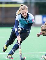 BILTHOVEN - HOCKEY - Laurien Leurink  van Laren  tijdens de hoofdklasse competitiewedstrijd tussen de dames van SCHC en LAREN (2-2).  links Sarah Jaspers van SCHC . COPYRIGHT KOEN SUYK