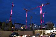 Mannheim. 11.10.14 Kräne der Großbaustelle in Q6 sind pink beleuchtet.<br /> <br /> Bild: Markus Proßwitz 11OCT14 / masterpress (Bild ist honorarpflichtig)