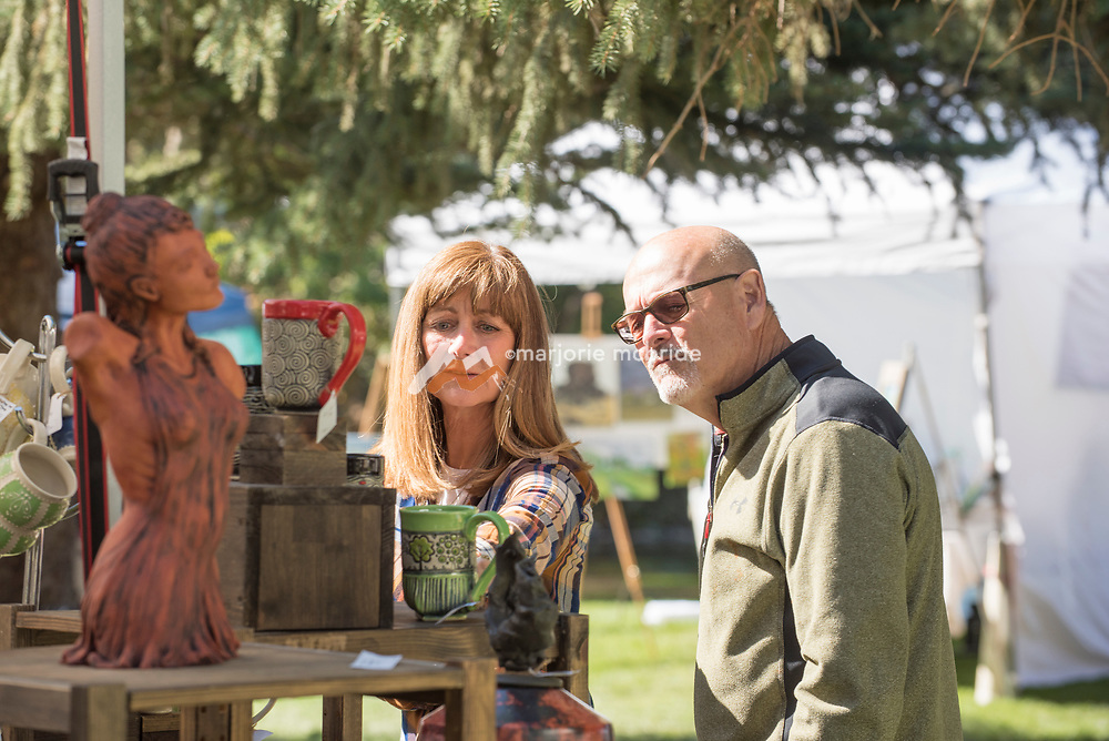 Couple enjoys touring and viewing art together during the Thousand Springs Art Festival at Ritter Island near Hagerman, Idaho. MR