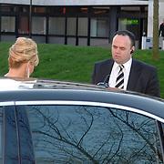 NLD/Hilversum/20070312 - Inloop verjaardagsfeest Joop van den Ende 65 jaar, Connie Breukhoven word afgezet door haar chauffeur