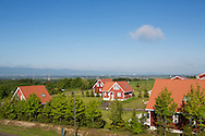 """""""Ibland tror folk att detta är som en nöjespark dit de kan åka på helgutflykt. Men Sweden Hills är ett riktigt bostadsområde"""", säger Miki Wajima på stiftelsen Sweden Center Foundation som driver svenskbyn. <br /> <br /> I bakrgunden syns Sapporo."""
