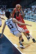 DESCRIZIONE : Caserta campionato serie A 2013/14 Pasta Reggia Caserta EA7 Olimpia Milano<br /> GIOCATORE : Keith Langford<br /> CATEGORIA : equilibrio<br /> SQUADRA : EA7 Olimpia Milano<br /> EVENTO : Campionato serie A 2013/14<br /> GARA : Pasta Reggia Caserta EA7 Olimpia Milano<br /> DATA : 27/10/2013<br /> SPORT : Pallacanestro <br /> AUTORE : Agenzia Ciamillo-Castoria/GiulioCiamillo<br /> Galleria : Lega Basket A 2013-2014  <br /> Fotonotizia : Caserta campionato serie A 2013/14 Pasta Reggia Caserta EA7 Olimpia Milano<br /> Predefinita :