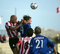 Fotball,  14. mars 2003. La Manga, Vålerenga -  Malmø 3-0. <br /> Raio Piiroja, Vålerenga i duell med Daniel Majstorovic, Malmø
