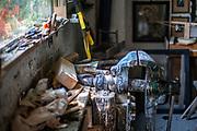 Brusy-Jaglie (woj. pomorskie) 09.07.2011. Pracownia, artysty ludowego Józefa Chełmowskiego (zm. 6 lipca 2013).