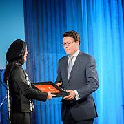 NLD/Amsterdam/20151202 - Koninklijke Familie bij uitreiking Prins Claus Prijs 2015, Iraanse fotografe Newsha Tavakolian ontvangt de Prins Claus Prijs 2015