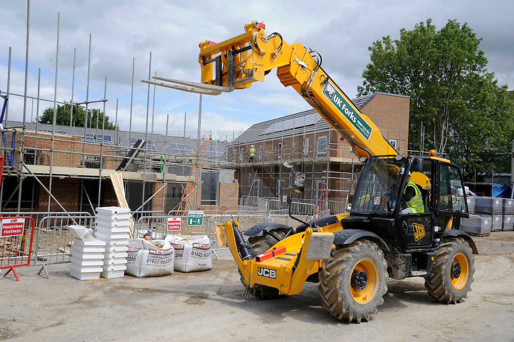© licensed to London News Pictures. 21/06/2011.  Staffordshire, UK. Workers on a building site using JCB equipment in Orpington, Kent today (21/06/2011). Staffordshire based firm JCB has said it will invest £20m in its UK factories over the coming year. See special instructions for usage rates. Photo credit should read: Grant Falvey/LNP