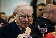 Berkshire Hathaway CEO Warren Buffett eats an ice cream treat from Dairy Queen before the Berkshire Hathaway annual meeting in Omaha, Nebraska, U.S. May 6, 2017. REUTERS/Rick Wilking