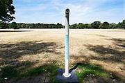 Nederland, 27-7-2018Drinkwaterpunt van Vitens in het Goffertpark . Door de aanhoudende droogte is het gras vergeeld en het nationaal hitteplan in werking gesteld .Foto: Flip Franssen