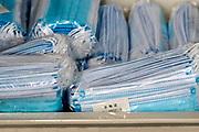 Nederland, Maastricht, 9-4-2020 Een doos met in plastic verpakte mondkapjes ligt klaar op een ziekenhuisafdeling . Ze zijn in China gemaakt . In deze tijd van coronadreiging is er een wereldwijd tekort aan persoonlijke beschermingsmiddelen voor medisch personeel . Foto: Flip Franssen