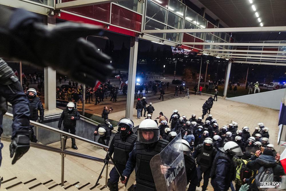 Warszawa, Polska 11.11.2020r.<br /> Nielegalny Marsz Niepodległości, zorganizowany przez środowiska prawicowe, podczas którego doszło do zamieszek i starć z policją