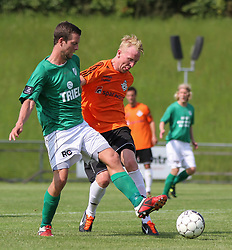 Casper Windfeld (Avarta) og Jonathan Nielsen (FC Helsingør) under kampen i 2. Division Øst mellem Boldklubben Avarta og FC Helsingør den 19. august 2012 i Espelunden. (Foto: Claus Birch).