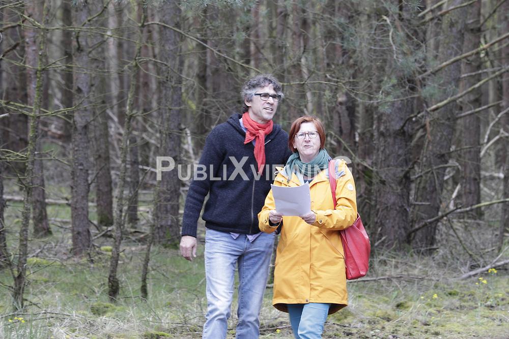 Martin Donat mit Schwester Ulrike Donat<br /> <br /> Ort: Gorleben<br /> Copyright: Andreas Conradt<br /> Quelle: PubliXviewinG