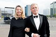 Amsterdam Diner 2019, actief een bijdrage te willen leveren aan een wereld zonder aids.<br /> <br /> Op de foto:  Nicoline Wisse Smit en partner