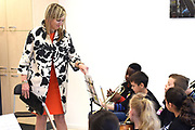 Koningin Maxima geeft het startsein voor NPO Radio 4 Klassiek geeft, de inzamelingsactie voor instrumenten voor muziekonderwijs aan kinderen op basisschool De Kruisboelijn in Den Bosch.<br /> <br /> Queen Maxima gives the starting signal for NPO Radio 4 Classic, the fundraiser for instruments for music to children at primary school De Kruisboelijn in Den Bosch.<br /> <br /> Op de foto / On the photo:  Koningin Maxima woont een muziekles bij // Queen Maxima attends a music lesson