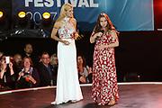 MUSIK: Das große Sommer Hitfestival in Timmendorf, Timmendorfer Strand, 24.08.2017<br /> Moderatorin Michelle Hunziker die schwangere Oonagh<br /> © Torsten Helmke