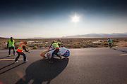 Christien Veelenturf komt aan bij de finish. Het Human Power Team Delft en Amsterdam (HPT), dat bestaat uit studenten van de TU Delft en de VU Amsterdam, is in Amerika om te proberen het record snelfietsen te verbreken. Momenteel zijn zij recordhouder, in 2013 reed Sebastiaan Bowier 133,78 km/h in de VeloX3. In Battle Mountain (Nevada) wordt ieder jaar de World Human Powered Speed Challenge gehouden. Tijdens deze wedstrijd wordt geprobeerd zo hard mogelijk te fietsen op pure menskracht. Ze halen snelheden tot 133 km/h. De deelnemers bestaan zowel uit teams van universiteiten als uit hobbyisten. Met de gestroomlijnde fietsen willen ze laten zien wat mogelijk is met menskracht. De speciale ligfietsen kunnen gezien worden als de Formule 1 van het fietsen. De kennis die wordt opgedaan wordt ook gebruikt om duurzaam vervoer verder te ontwikkelen.<br /> <br /> Christien Veelenturf arrives at the catch area. The Human Power Team Delft and Amsterdam, a team by students of the TU Delft and the VU Amsterdam, is in America to set a new  world record speed cycling. I 2013 the team broke the record, Sebastiaan Bowier rode 133,78 km/h (83,13 mph) with the VeloX3. In Battle Mountain (Nevada) each year the World Human Powered Speed Challenge is held. During this race they try to ride on pure manpower as hard as possible. Speeds up to 133 km/h are reached. The participants consist of both teams from universities and from hobbyists. With the sleek bikes they want to show what is possible with human power. The special recumbent bicycles can be seen as the Formula 1 of the bicycle. The knowledge gained is also used to develop sustainable transport.