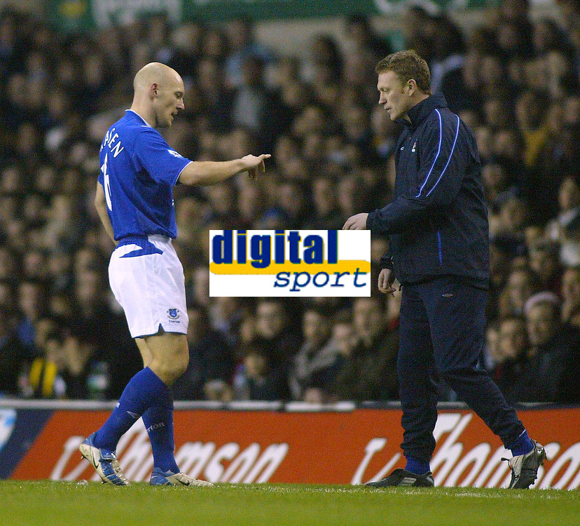 1/1/2005 - FA Barclays Premiership - Tottenham Hotspur v Everton - White Hart Lane<br />Everton's captain Thomas Gravesen show manager David Moyes his dislocated finger, as things get worse for Everton during their 5-2 defeat<br />Photo:Jed Leicester/Back Page Images