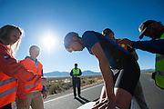 Larry Lem met de Beagle. In Battle Mountain (Nevada) wordt ieder jaar de World Human Powered Speed Challenge gehouden. Tijdens deze wedstrijd wordt geprobeerd zo hard mogelijk te fietsen op pure menskracht. Ze halen snelheden tot 133 km/h. De deelnemers bestaan zowel uit teams van universiteiten als uit hobbyisten. Met de gestroomlijnde fietsen willen ze laten zien wat mogelijk is met menskracht. De speciale ligfietsen kunnen gezien worden als de Formule 1 van het fietsen. De kennis die wordt opgedaan wordt ook gebruikt om duurzaam vervoer verder te ontwikkelen.<br /> <br /> Larry Lem with the Beagle. In Battle Mountain (Nevada) each year the World Human Powered Speed Challenge is held. During this race they try to ride on pure manpower as hard as possible. Speeds up to 133 km/h are reached. The participants consist of both teams from universities and from hobbyists. With the sleek bikes they want to show what is possible with human power. The special recumbent bicycles can be seen as the Formula 1 of the bicycle. The knowledge gained is also used to develop sustainable transport.