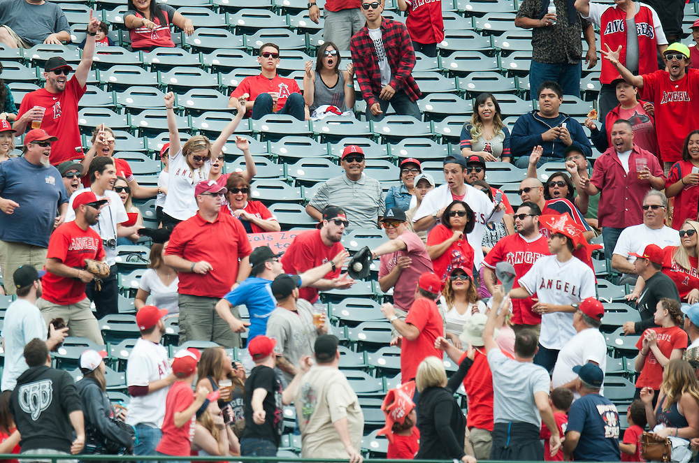 Angel fans catch Kole Calhoun's first inning home run as it leaves the park Sunday at Angel Stadium. <br /> <br />  //ADDITIONAL INFO:   <br /> <br /> angels.0530.kjs  ---  Photo by KEVIN SULLIVAN / Orange County Register  -- 5/29/16<br /> <br /> The Los Angeles Angels take on the Houston Astros Sunday at Angel Stadium.