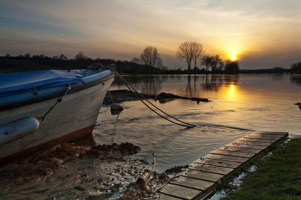 Sunset over the River Thames near Bourne End, Buckinghamshire, UK