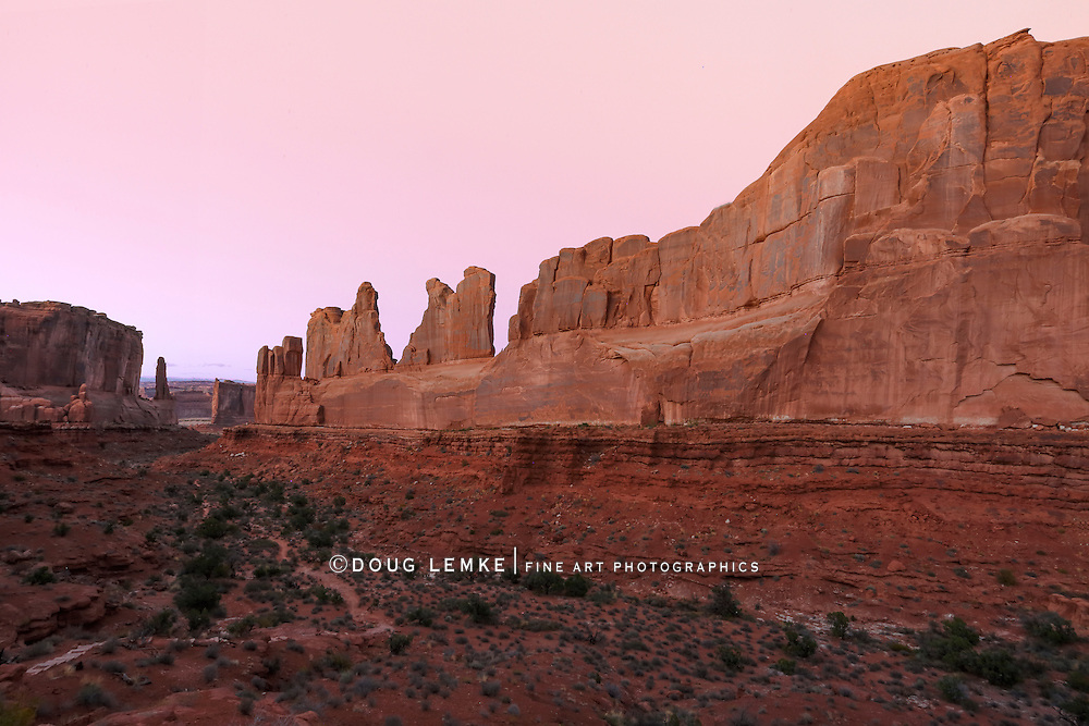 """The bizarre and beautiful rock forms of """"Park Avenue"""" at Arches National Park, Utah, USA"""