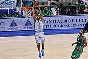 DESCRIZIONE : Eurolega Euroleague 2015/16 Group D Dinamo Banco di Sardegna Sassari - Darussafaka Dogus Istanbul<br /> GIOCATORE : David Logan<br /> CATEGORIA : Schiacciata Sequenza<br /> SQUADRA : Dinamo Banco di Sardegna Sassari<br /> EVENTO : Eurolega Euroleague 2015/2016<br /> GARA : Dinamo Banco di Sardegna Sassari - Darussafaka Dogus Istanbul<br /> DATA : 19/11/2015<br /> SPORT : Pallacanestro <br /> AUTORE : Agenzia Ciamillo-Castoria/L.Canu
