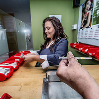 Duitsland, Aken, 10 augustus 2016.<br /> Reportage over verslaafden op Kaiserplatz in Aken. <br /> <br /> Op de foto: afgiftepunt binnen Troddwar van vervuilde spuiten die ingeleverd worden en waar tevens schone spuiten zijn te verkrijgen.<br /> <br /> Reportage on drug addicts on Kaiserplatz in Aachen, Germany. On the photo: Delivery point within Troddwar of contaminated syringes and to optain clean syringes.<br /> <br /> Foto: Jean-Pierre Jans
