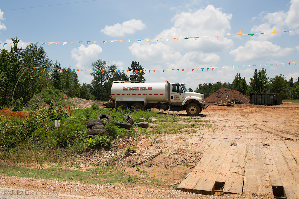 Jun 8, 2013 Smith County, Texas, Michels, the subcontractor for TransCanada building the southern route of the Keystone XL, back on the job site to fix anomalies found in the pipeline. President Obama will decide if the Northern route of the Keystone XL will be permitted in a couple.