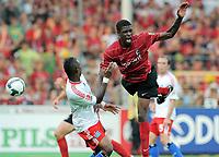 Fotball<br /> Tyskland<br /> Foto: Witters/Digitalsport<br /> NORWAY ONLY<br /> <br /> 09.08.2009<br /> <br /> v.l. Eljero Elia HSV, Mohamadou Idrissou<br /> <br /> Bundesliga SC Freiburg - Hamburger SV 1:1