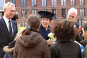 H.M. de Koningin Beatrix is aanwezig bij de viering van het 50 jarig jubileum van de Stichting Nationale Boomfeestdag. De Koningin zal met hulp van 5 kinderen haar boom planten.<br /> <br /> H.M. the queen Beatrix is present at the celebration of the 50 th  jubilees of the foundation national tree (boomfeestdag) . The queen will plant its tree with help of 5 children.<br /> <br /> <br /> Op de foto: