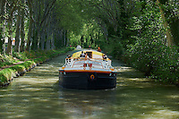 France, Languedoc-Roussillon, Aude (11), navigation sur le Canal du Midi, classé Patrimoine Mondial de l'UNESCO // France, Languedoc-Roussillon, Aude (11), navigation on the Canal du Midi