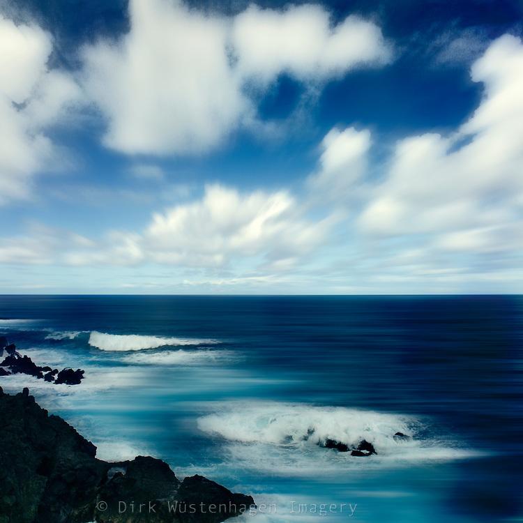 Digital manipulierte Aufnahme der Lavafelsküste bei Porto Moniz, Madeira, Portugal