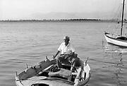 Griekenland, Nafplion, 25-8-1973  Een oude man in zijn bootje .Foto: ANP/ Hollandse Hoogte/ Flip Franssen