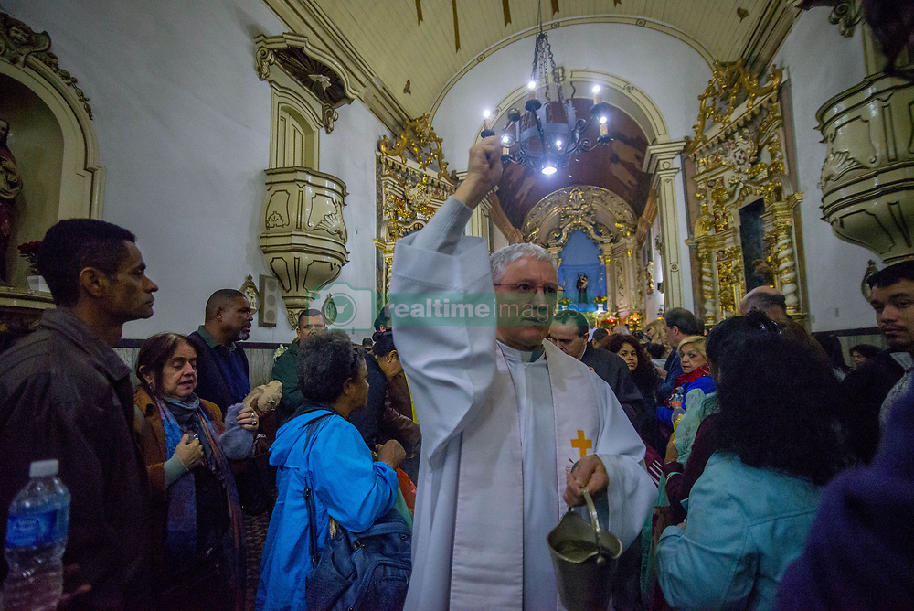 June 14, 2017 - Sao Paulo, Brazil - Believers pray during a mass for Santo Antonio (St.Antony) day at the Santo Antonio Convent and Church in São Paulo, Brazil, on June 13, 2017. (Credit Image: © Cris Faga/NurPhoto via ZUMA Press)