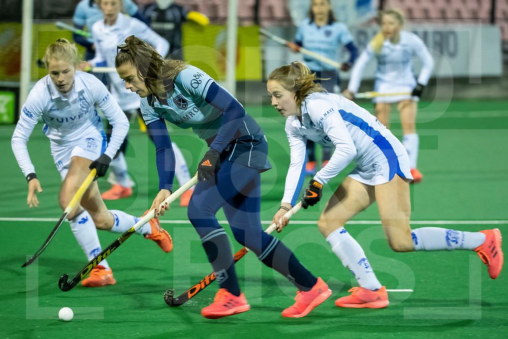 Laren, Hoofdklasse Hockey Dames, Seizoen 2020-2021, 15-04-2021, Laren - Kampong 2-1, Pam van Asperen (Laren) en Renee van Laarhoven (Kampong)<br /><br /> COPYRIGHT WORLDSPORTPICS WILLEM VERNES