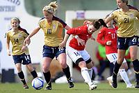 Fotball<br /> Landskamp kvinner U23<br /> La Manga<br /> Norge v USA 2:3<br /> 01.03.2011<br /> Foto: Morten Olsen, Digitalsport<br /> <br /> Hege Hansen - Norge<br /> Kylie Wright (10) og Lauren Fowlkes (21) - USA