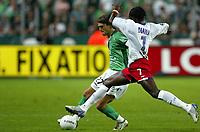 Fotball<br /> Frankrike 2004/05<br /> Saint Etienne v Lyon<br /> 2. oktober 2004<br /> Foto: Digitalsport<br /> NORWAY ONLY<br /> JULIEN SABLE (ST-E) / MAHAMADOU DIARRA (LYON)