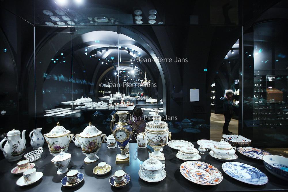 Nederland, Amsterdam , 20 maart 2013..Servies collectie uit de 18, 19e eeuw in 1 van de nieuwe ruimtes binnen het rijksmuseum..Foto:Jean-Pierre Jans
