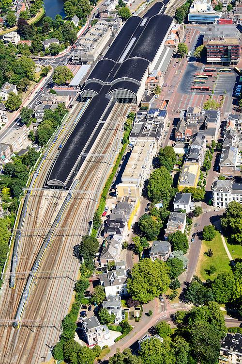 Nederland, Noord-Holland, Haarlem, 01-08-2016; Station Haarlem en omgeving, Stationsplein met busstation.<br /> Main railway station Haarlem.<br /> luchtfoto (toeslag op standard tarieven);<br /> aerial photo (additional fee required);<br /> copyright foto/photo Siebe Swart