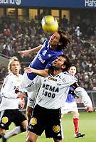 Fotball <br /> Tippeligaen 2005<br /> 23.10.2005<br /> Vålerenga v Rosenborg<br /> Ullevaal stadion<br /> Foto: Kurt Pedersen, Digitalsport<br /> <br /> Roar Strand RBK og Morten Berre VIF