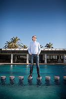 Miljardären Per G Braathen fotograferad i poolen på hotel Portixol, Palma Mallorca.