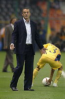 Mexico DF. 30 de noviembre del 2007. Estadio azteca America (2) vs Arsenal de Sarandi (3) in the final match of the  Copa Sudamericana 2007<br /> Here  Arsenal head coach ALFARO<br /> © PikoPress