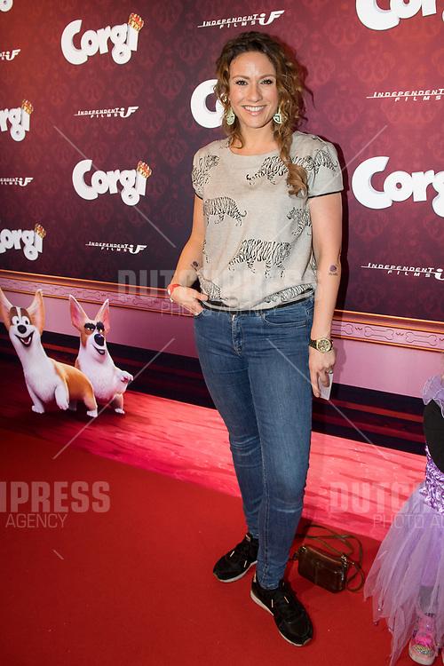 Jessica Mendels tijdens de film premiere van Corgi in de Pathe Arena in Amsterdam
