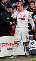 Photo: Daniel Hambury.<br />Brentford v Doncaster Rovers. Coca Cola League 1. 25/03/2006.<br />Doncaster's Neil Roberts suffers with a blood injury.